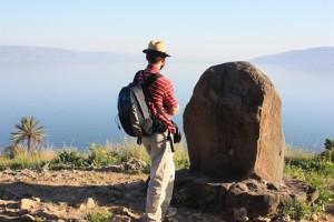 Na vrchu v Galiley, kde sa pripomína udalosť z dnešného Evanjelia.
